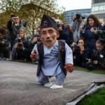 「世界一背が低い男性」、75歳で死去