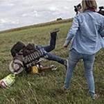 難民の子供蹴る=テレビ女性カメラマン解雇―ハンガリー