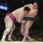 大相撲春場所 初日 白鵬に土 波乱の幕開け「空回りした」
