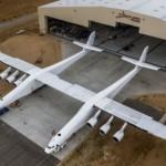 世界最大の飛行機「ストラトローンチ」が初飛行に成功!!