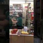 店員同士がレジでつかみ合い 動画拡散でセブン&アイ謝罪「些細な認識の違いでトラブル」